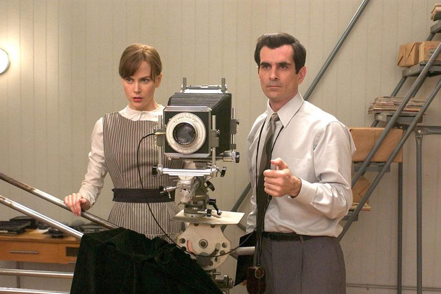 """Kadr zfilmu """"Futro: portret wyobrażony Diane Arbus"""", reż. Steven Shainberg, 2006."""