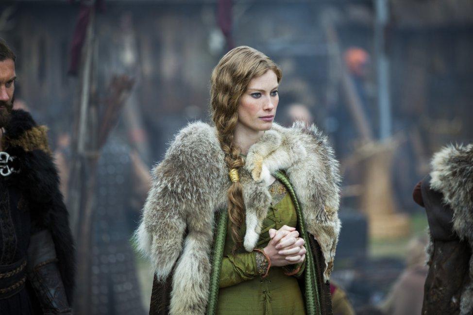 """Zaprzeczenie obrazu kobiety wikingów, Aslaug zserialu """"Wikingowie"""", 2014."""