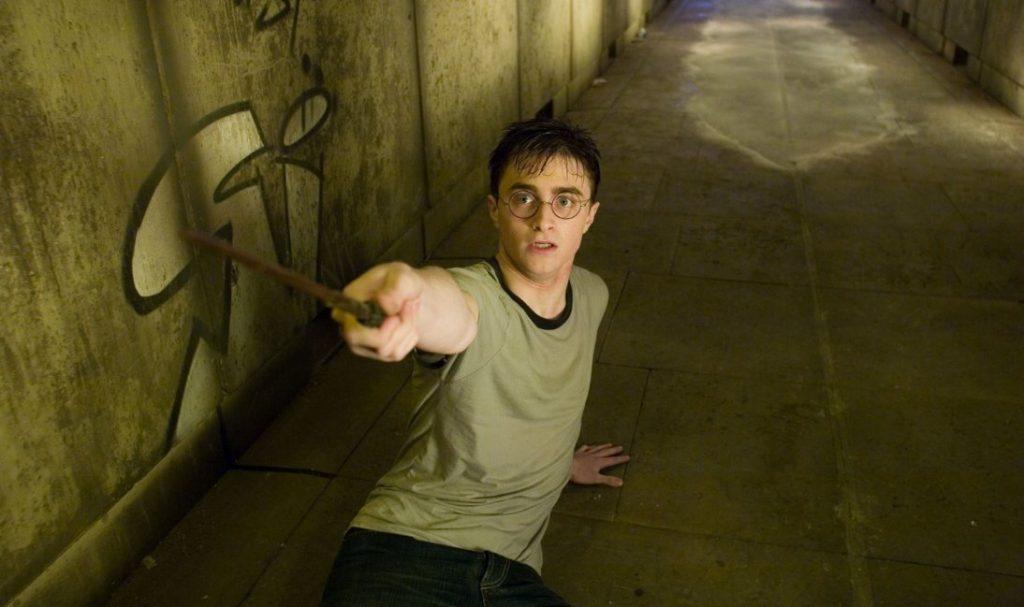 """Nastoletni Harry w""""Zakonie Feniksa"""", reż. David Yates, 2007."""