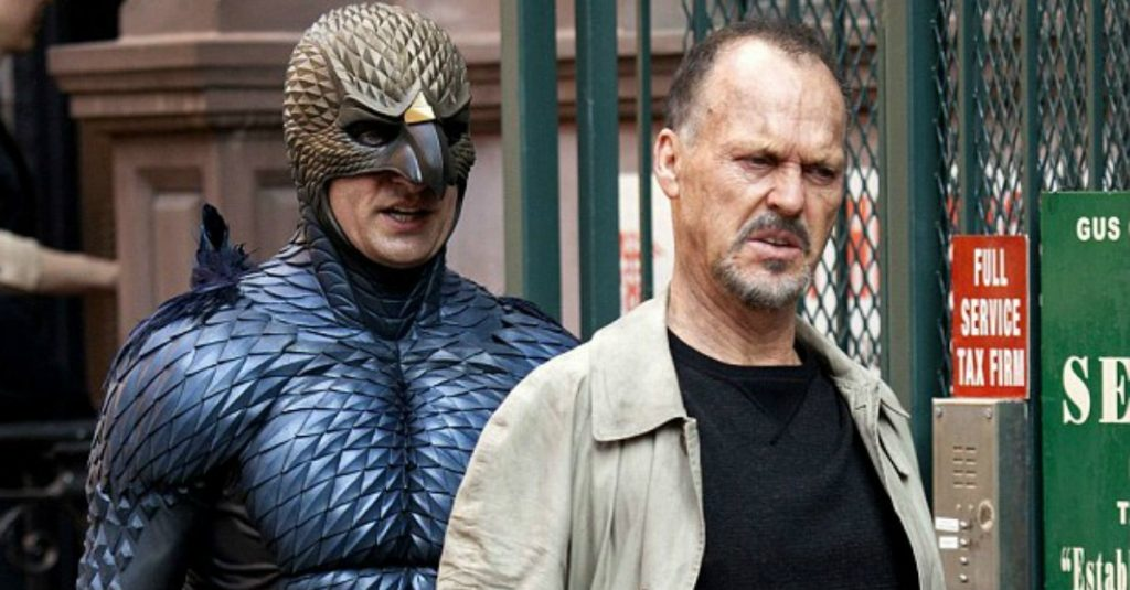 """Michael Keaton ipodążająca zanim wróżba Inarritu, """"Birdman"""", reż. Alejandro Gonzalez Inarritu, 2014."""