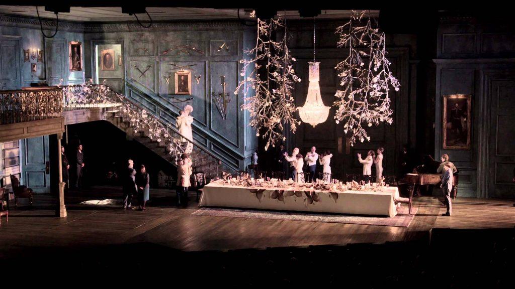 "Kadr znagrania spektaklu ""Hamlet"", reż. L. Turner, 2015."