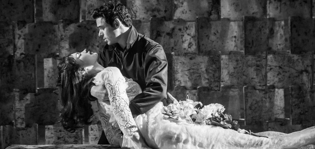"""""""Romeo iJulia"""", reż. K. Branagh iR. Ashford, 2016."""