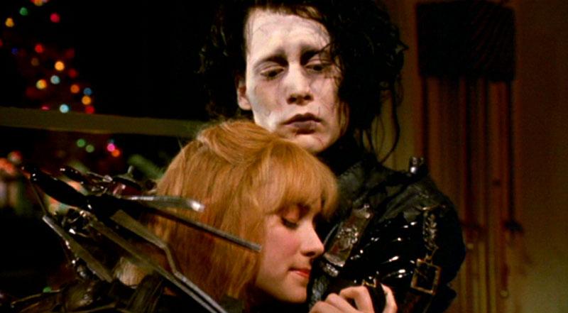Kadr zfilmu <em>Edward Nożycoręki</em>, reż. Tim Burton, 1990.