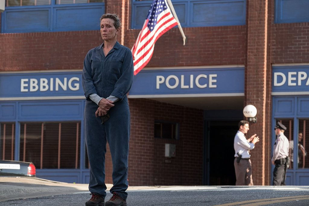 Kadr zfilmu Trzy bilbordy zaEbbing, Missouri, reż. M. McDonagh, 2017.