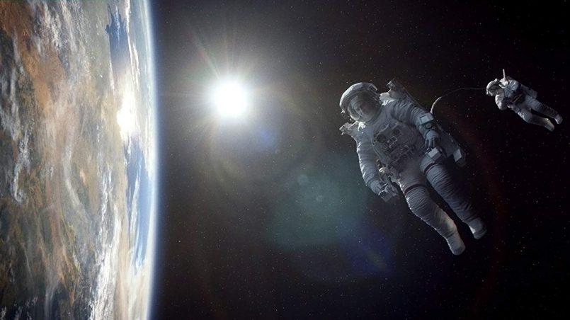 filmy o kosmosie; Kadr z filmu Grawitacja, reż. Alfonso Cuarón, 2013