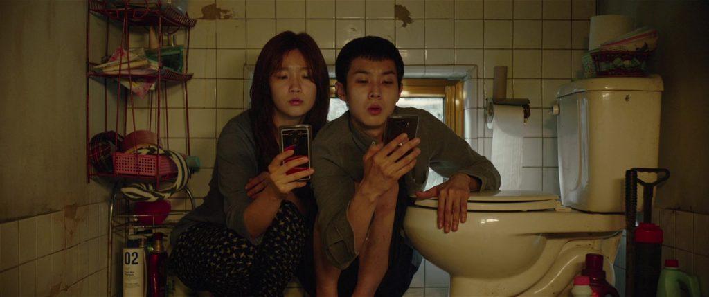 Kadr zfilmu <em>Parasite</em>, reż. Bong Joon-ho, 2019.