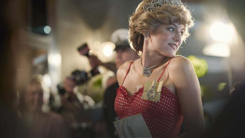 Emma Corrin jako Diana wserialu <em>The Crown</em>, 2020.