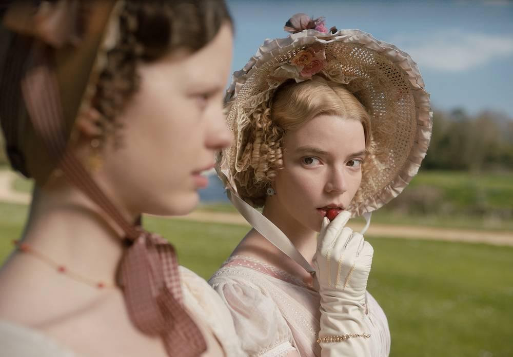 Anya Taylor-Joy wfilmie <em>Emma</em>, 2020.