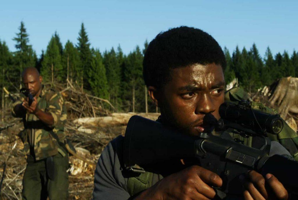 Pierwsza główna rola Bosemana wfilmie fabularnym. Kadr zfilmu <em>The Kill Hole</em>, reż. Mischa Webley, 2012.