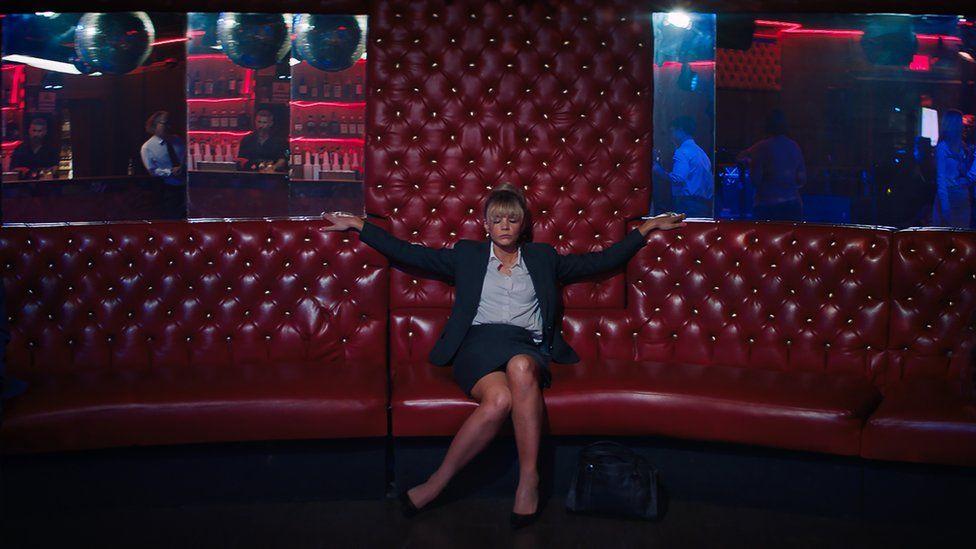 Kadr zfilmu <em>Obiecująca. Młoda. Kobieta.</em>, reż. Emerald Fennell, 2020.